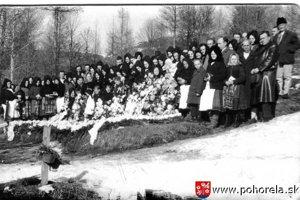 Po štátnom pohrebe sa s obeťami rozlúčili v rodných obciach.