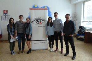 V obchodnej akadémii sa do stredoškolskej odbornej činnosti zapojili dva tímy.