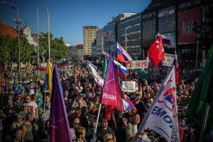 Účastníci protestu proti islamizácii Európy sa zišli na Námestí SNP.