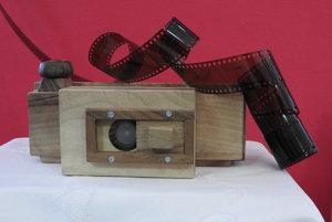 Takto vyzerá drevený fotoaparát.