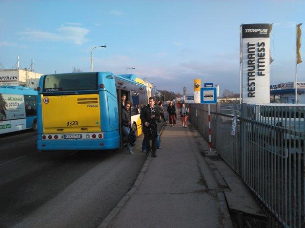 Náhradný autobus z Jazera pri Autocampingu.
