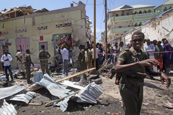 Prvý výbuch podľa miestnej polície nastal v blízkosti sídla tamojšej tajnej služby.
