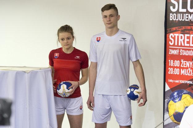 Na snímke nové dresy ženskej a mužskej hádzanárskej reprezentácie.