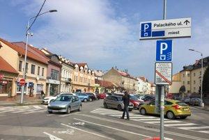 Parkovisko na Palackého v Trenčíne.