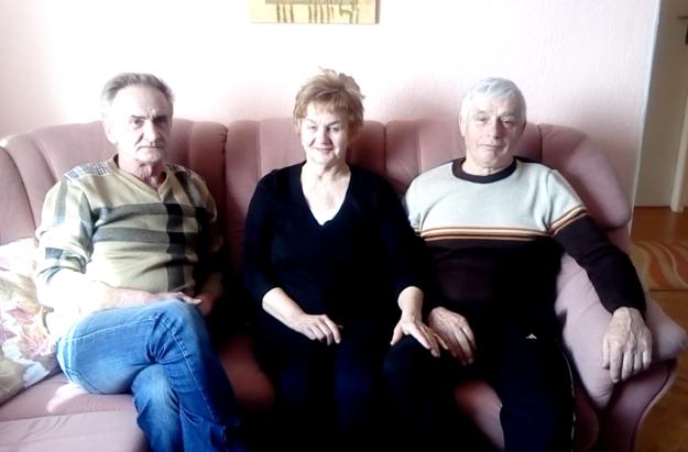 Starosta Mýtnej Pavel Grexa (vľavo) s Máriou a Matúšom Budáčovcami.