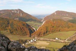 Skalnaté masívy v Bosmanoch v CHKO Strážovské vrchy.
