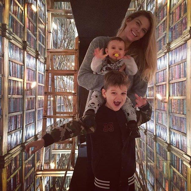 Dvojnásobná mamina. Svoje deti miluje nadovšetko.
