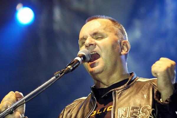 Jožo Ráž síce hovorí, že v tomto roku s Elánom končí a provokuje zvláštnymi názormi, za ktoré mu ďakujú komunisti, ale na jar chystá nový album.