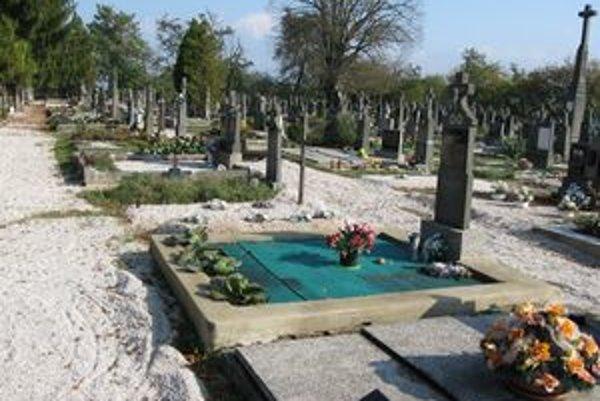 Cintorín má už inú podobu ako pred troma rokmi.