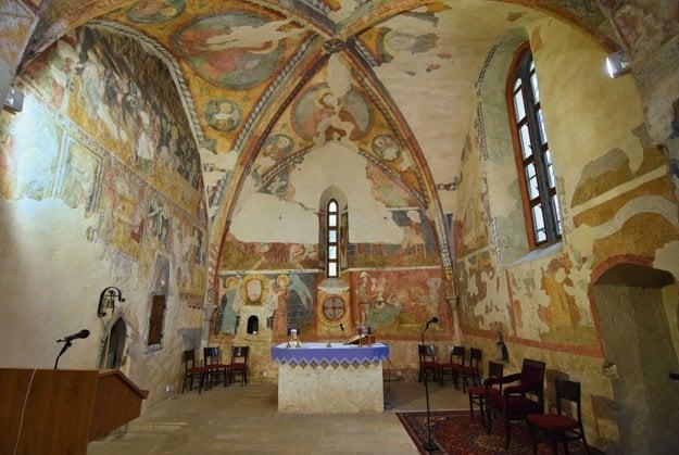 Na snímke bohatá fresková výzdoba v interiéri Kostola svätého Egídia.