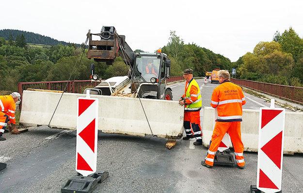 Most v Podbieli museli pre havarijný stav uzatvoriť. Až potom postavili nový.