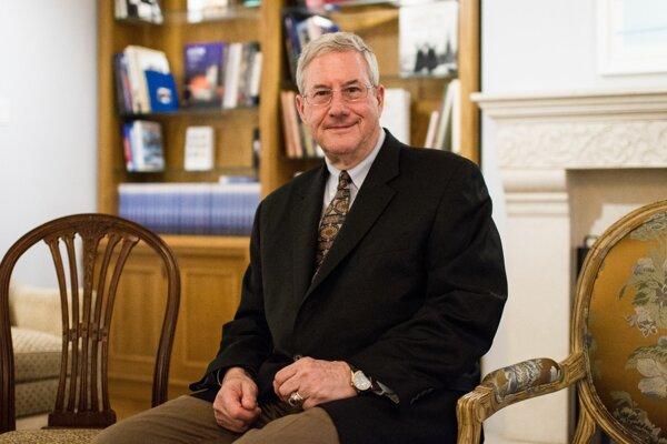 Schuyler Foerster je profesorom národných bezpečnostných štúdií na Akadémií amerického letectva. V letectve pôsobil 26 rokov. Venuje sa americkej zahraničnej a bezpečnostnej politike a otázkam NATO. Do Bratislavy prišiel na pozvanie americkej ambasády.