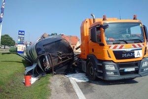 Pri druhej nehode odpadla z vozidla nádrž.