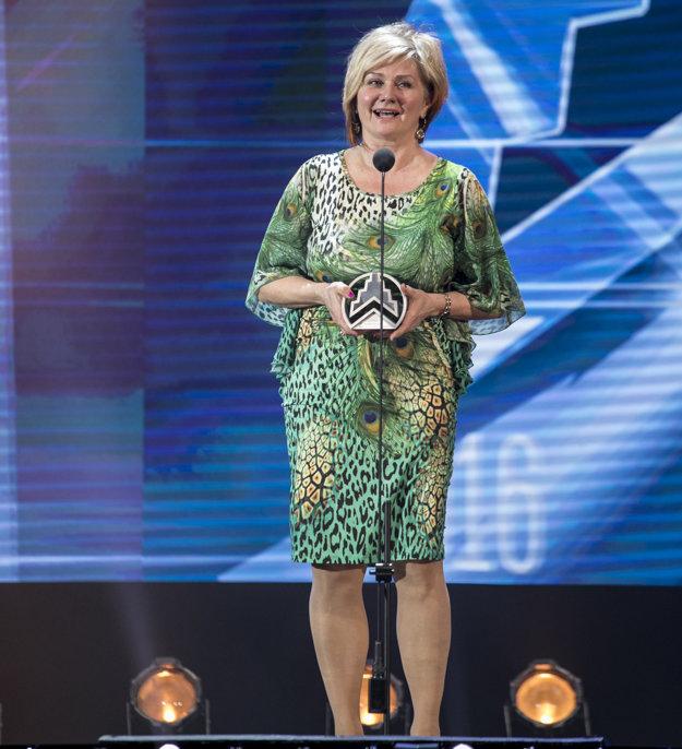 Alexandra Pivková, primátorka Lučenca, s ocenením.