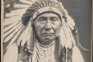 Hinmatona Jalatkita, čiže Hrom prichádzajúci z vody do kraja, známy medzi belochmi pod menom náčelník Jozef bol vodcom kmeňa Wallowa.
