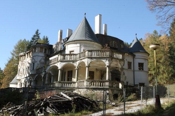 Ruina Kuneradského zámku.