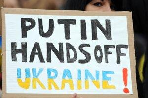 Z demonštrácie proti ruskej invázii v Nemecku.