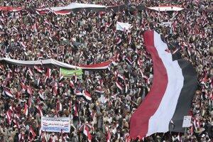 Tisíce Jemenčanov protestujú proti saudskoarabským silám