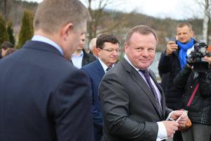 Podnikateľ Fiľo je zadobre s Ficom aj s inými politikmi.