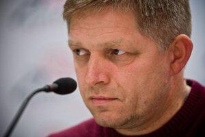 Premiér Fico nebude žiadať, aby Vladimír Maňka po prehre s Kotlebom odišiel z postu podpredsedu Smeru.