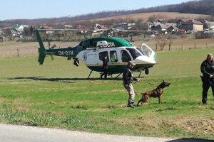 Pátracia akcia. Polícia nasadila aj vrtuľník.
