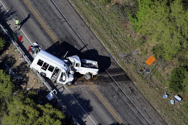 K zrážke vozidiel došlo na ceste neďaleko Garnerovho národného parku.