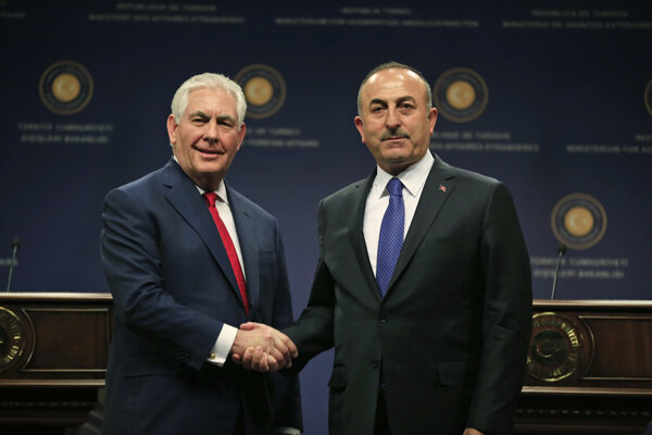 Rex Tillerson s tureckým rezortným kolegom Mevlütom Čavušoglum.