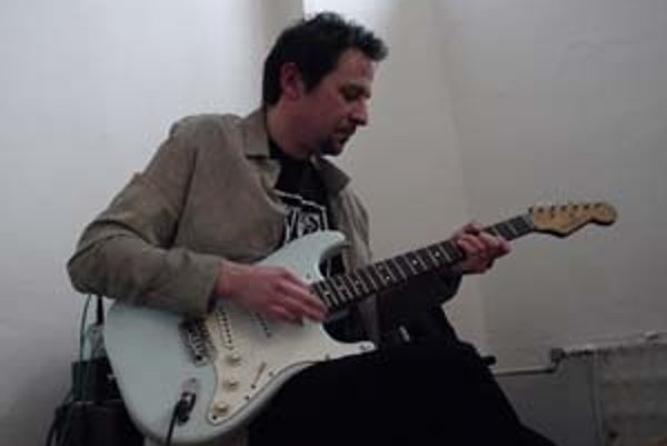 Reného v hudobných začiatkoch ovplyvnil Jimi Hendrix.
