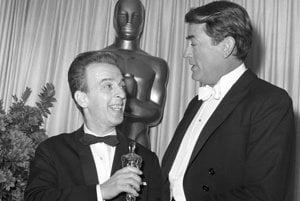 Soška Oscara, ktorú si Ján Kadár prevzal z rúk Gregory Pecka sa po režisérovej smrti stratila.