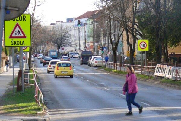 Na Mudroňovej ulici pribudnú ďalšie bezpečnostné prvky.