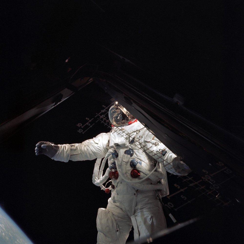 Astronaut Russell Schweickart z misie Apollo 9.