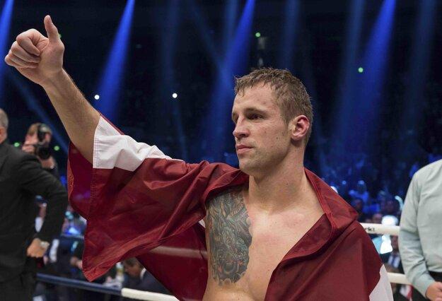 Lotyš má v profesionálnom ringu bilanciu 22-0 (18 KO).