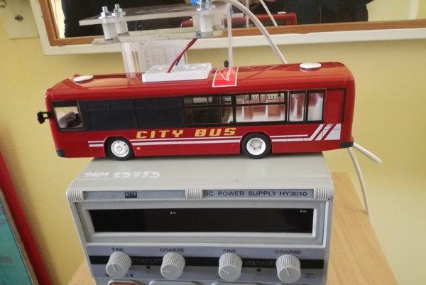 Model autobusu. Študenti ho vytvorili za niekoľko desiatok hodín.