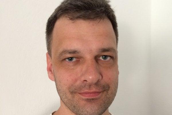Lekár Juraj Wallenfels je zástupcom primára oddelenia gynekológie a pôrodníctva v nemocnici v Bánovciach nad Bebravou. Dva roky pracoval ako lekár v Anglicku.