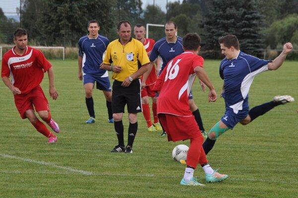 Rabča (v červenom) vyhrala proti Kraľovanom (v modrom) oba duely v tejto sezóne.