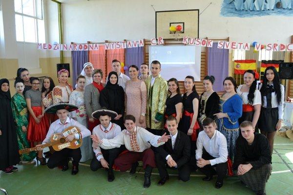 Študenti v rámci maturity pripravili výstavu.