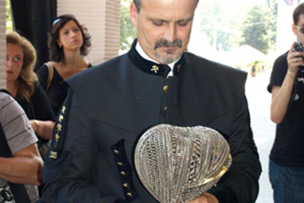 Dielo s názvom Bolesť v srdci prevzal primátor Rudolf Podoba.