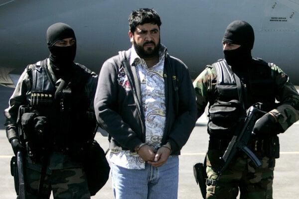 Alfredo Beltrán Leyva v sprievode mexickej polície.