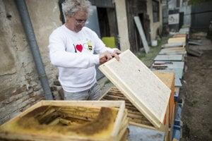 Výroba medu.