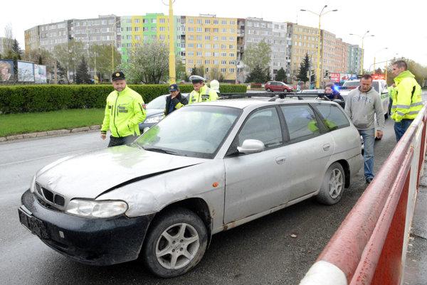 Toto auto ju zrazilo. Žena skončila vnemocnici.