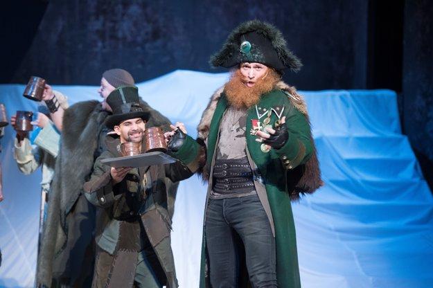 František Balog (vľavo) a Peter Cibula v novej rozprávke Ronja, dcéra lúpežníka v Štátnom divadle Košice.