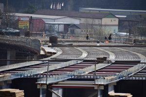 Most chcú komplet dokončiť v októbri tohto roka.
