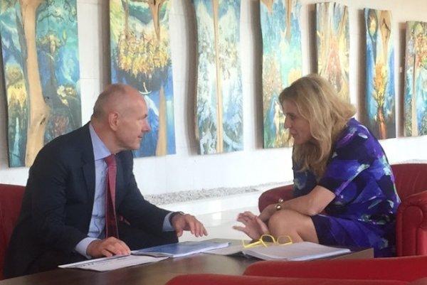 Nový akcionár Nexis Fibers Ivo Bezloja počas stretnutia s primátorkou Humennného Janou Vaľovou.
