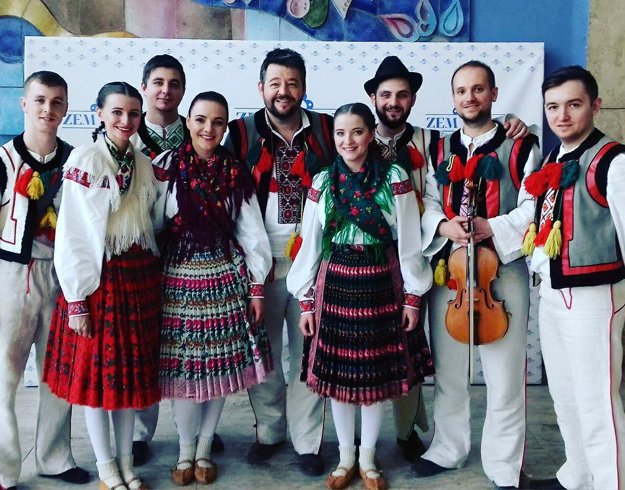 Rusínky. Sprevádzali ich muzika zo súboru Borievka a Michal Hudák.