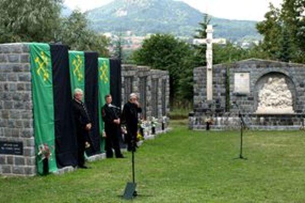 Vo vlaňajšej kronike nechýba ani odhalenie troch pilierov pamätníka na počesť obetí baní.