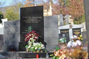 Hrob Terézie Vansovej na evanjelickom cintoríne v banskobystrickej mestskej časti Radvaň.
