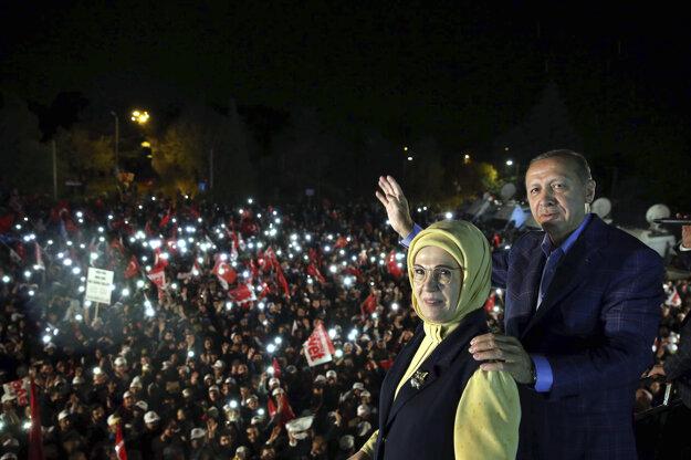 Erdogan po vyhlásení výsledkov.