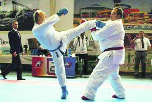 Milan Dokoupil (vpravo) v súboji s Jurgom.