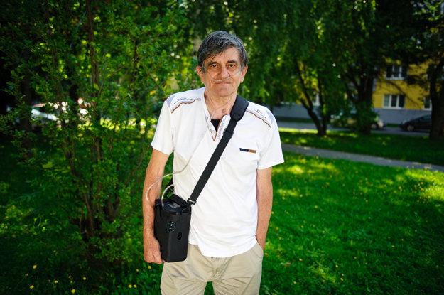 Stanislav sa po prekonaní vážnych problémov s pľúcami pomaly vracia späť do života.