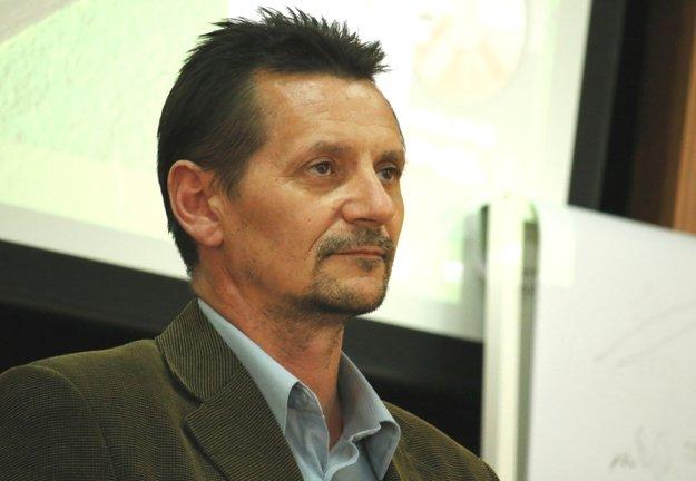 Do majetku kúpaliska by podľa Dušana Hnátha malo investovať mesto, nie technické služby.